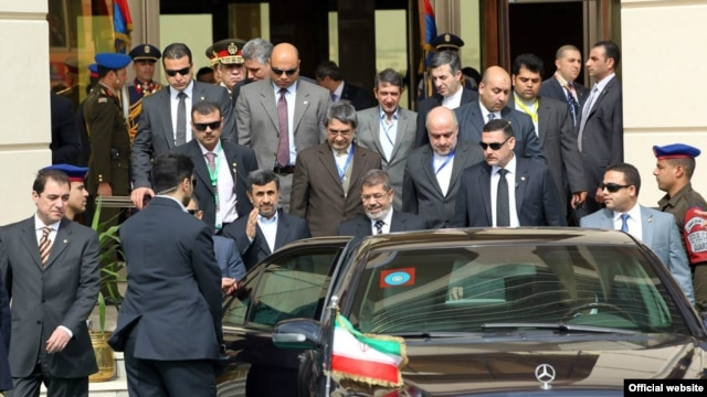 Egyptian President Mohamed Mursi (center right), welcomed Iranian President Mahmud Ahmadinejad (gesturing) in Cairo in February.