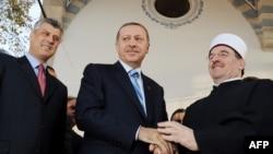 R.T.Erdoğan Kosovoda məscidin açılışını edir - 2010