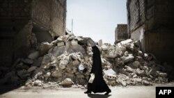 И правительственные войска, и силы сирийской оппозиции применяют оружие, не позволяющее вести прицельный огонь. В результате множатся жертвы среди мирного населения...