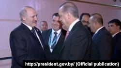 Аляксандар Лукашэнка (справа) і Рэджэп Эрдаган падчас сустрэчы ў Стамбуле, 13 красавіка 2016 году