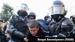 На акції в Москві затримали понад тисячу людей