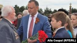 Игорь Додон на мемориальном комплексе Eternitatea, 9 мая 2014 г.