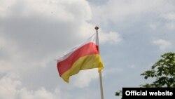 სამხრეთ ოსეთის დე ფაქტო რესპუბლიკის დროშა