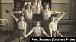 М.И. Шабалина (внизу слева). Томский институт усовершенствования учителей. 1954 г.
