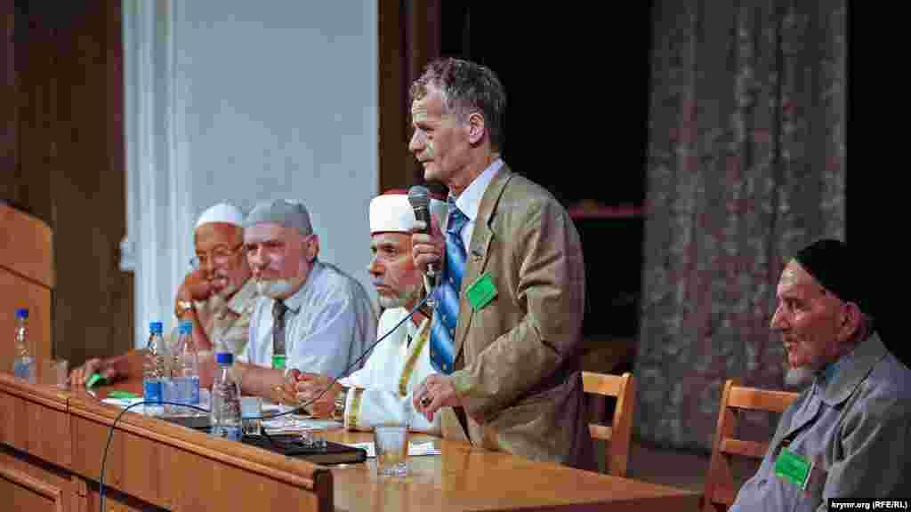 Мустафа Джемілєв на IV Курултаї кримських татар 26 липня 2008 року