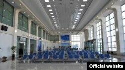 Зал ожидания в международном аэропорту города Ташкента.