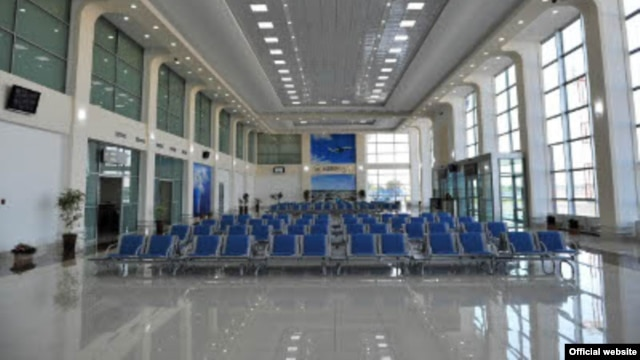 There are not too many people using Tashkent's airport these days as goring restrictions have prevented many people from traveling abroad. (file photo)