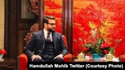 Hamdullah Mohib, Afghanistan's national security adviser, has criticized U.S. envoy Zalmay Khalilzad's conduct in peace talks with the Taliban.