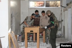 """Бойцы """"Сирийской Свободной армии"""" в перерыве между боями. Зима 2015 года"""