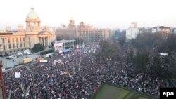 Protest protiv nezavisnosti Kosova, nakon kojeg su izbili neredi, Beograd, 21. februar 2008