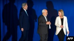 ԱՄՆ պետքարտուղար Ջոն Քերրին, Իրանի ԱԳ նախարար Մոհամադ Ջավադ Զարիֆը և ԵՄ արտաքին հարաբերությունների և անվտանգության հարցերով բարձր ներկայացուցիչ Ֆեդերիկա Մոգերինին Լոզանում բանակցություններից հետո, 2-ը ապրիլի, 2015թ․