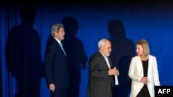 پس از انتشار گزارشآژانس، جان کری، محمد جواد ظریف و فدریکا موگرینی در بیانیهای اجرای برجام را اعلام میکنند.