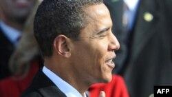 Барак Обама складає президентську присягу