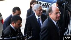 موشه یعلون، وزیر امور استراتژیک اسرائیل (وسط تصویر)