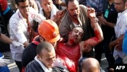 Каирдегі шабуыл кезінде жараланған адам. 8 шілде 2013 жыл