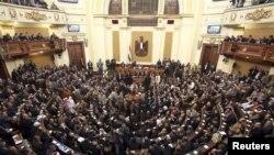 Жаңадан сайланған Египет парламентінің алғашқы сессиясы. Каир, 23 қаңтар 2012 жыл.