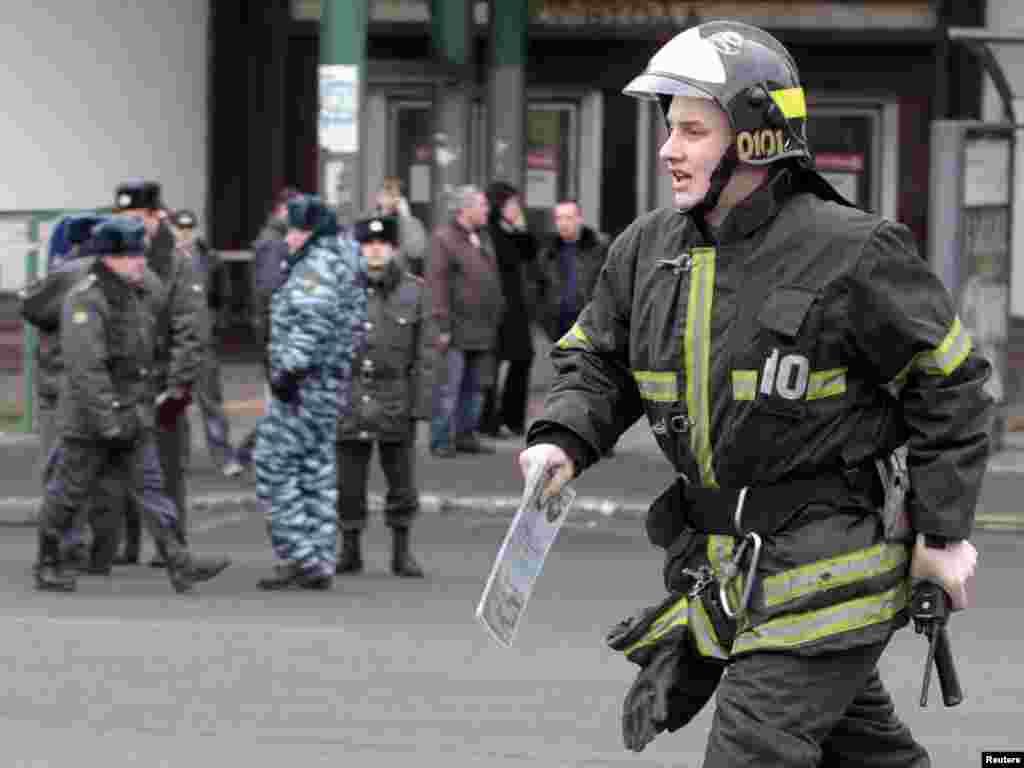 Москва, ранок 29 березня, станція метро «Луб'янка»