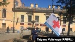 Одиночный пикет сотрудников скорой помощи в Петербурге, 7 июня 2015 года