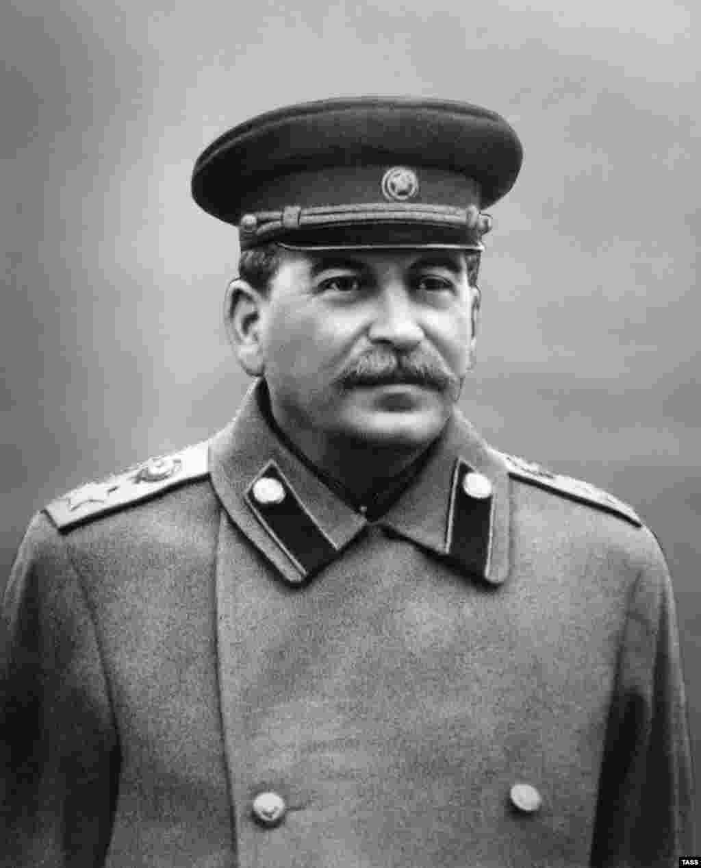 A smooth-skinned Stalin in 1945, though in reality he had a pock-marked, poor complexion. After World War II, image retouching became more subtle and is harder to identify.