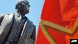 Пам'ятник Леніну в Києві, пошкоджений у червні 2009 року