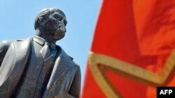 Kiyevdə Leninin zədələnmiş heykəli, 30 iyun 2009