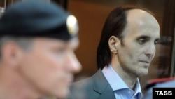 Юсуп Темерханов, осужденный на 15 лет колонии строгого режима за убийство экс-полковника Юрия Буданова, во время оглашения приговора в Мосгорсуде. 7 мая 2013 года.