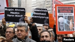 Turkey -- Journalists and their supporters march as they protest against the arrests of journalists in Ankara, 04Mar2011