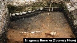 Раскопки у Дома привратника