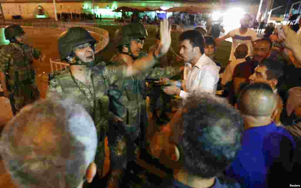 У зіткнення із військовими вступали і цивільні