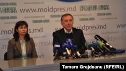 Tamara Muntean, contabila Liceului Lucian Blaga de la Tiraspol.
