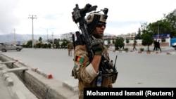 Ауған әскериі 30 мамырда жарылыс болған маңда жүр. Кабул.