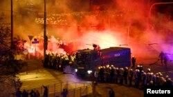 Варшава. 11 ноября 2014 года. Полиция готовится дать отпор радикально настроенной молодежи