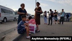Әскери қоймадағы жарылыстан соң Шымкентті үш күн паналаған арыстықтар үйлеріне қайта бастады. Шымкент, 28 маусым 2019 жыл.