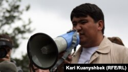 ЖСДП-ның Алматы қалалық партия бөлімшесінің төрағасыТазабек Сәмбетбай.