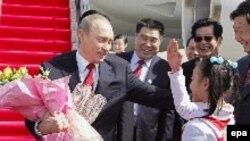 Хэнаньские пионеры приветствуют гостя из Москвы