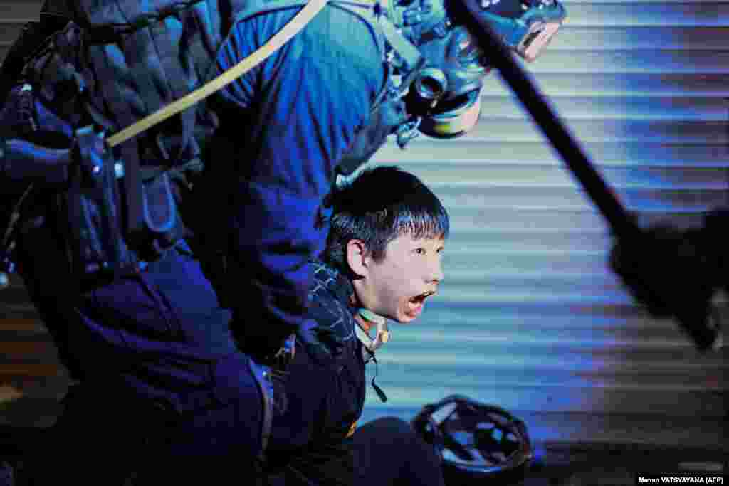 ВЕЛИКА БРИТАНИЈА - Крис Патен, последниот британски гувернер на Хонг Конг, предупреди дека интервенција на Кина во Хонг Конг би била катастрофа и дека кинескиот претседател Си Џинпинг треба да покаже мудрост во обединување на народот, објави Би-Би-Си. Протестите и судирите со полицијата во Хонг Конг продолжуваат.