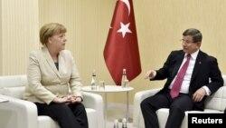 Angela Merkel se sastala sa turskim premijerom Ahmetom Davutogluom, 23. april 2016.