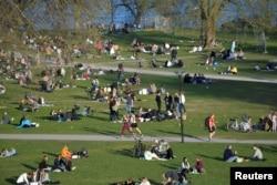 Весна в парку в Стокгольмі в часи коронавірусу, фото 22 квітня 2020 року