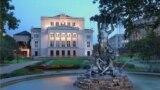 """Латвийская национальная опера и фонтан """"Нимфа"""""""
