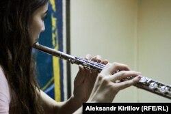 Студентка музыкального колледжа