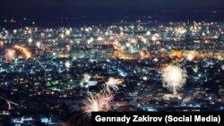 Бишкек шаары. Жаңы жыл түнү тартылган сүрөт. Сүрөттүн автору Геннадий Закиров.
