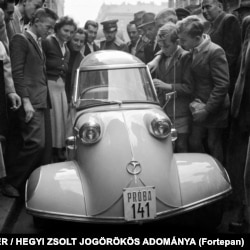 Autoturism german de tipul Messerschmitt Kabinenroller în Ungaria în 1955.