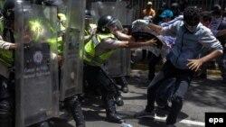 Venesuelada günlərdir ki, iqtidara qarşı etirazlar səngimək bilmir