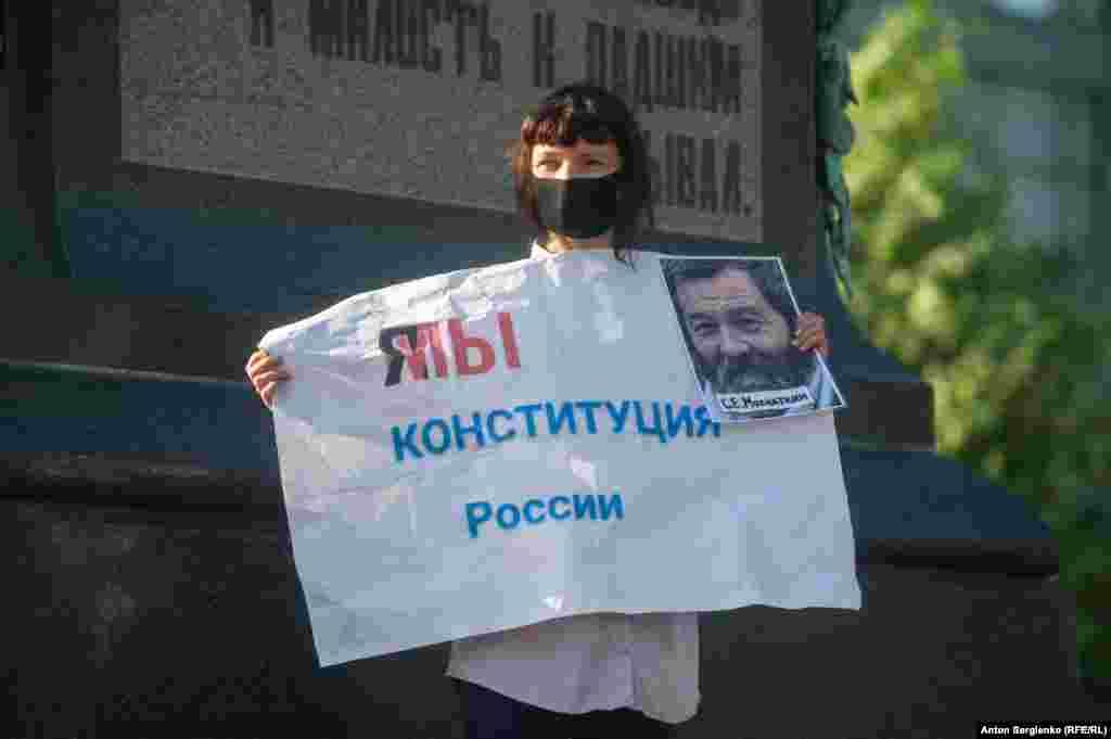 Поправка, против которой выступили участники протеста, — «обнуление» сроков пребывания на посту президента для Владимира Путина, который находится у власти больше 20 лет.