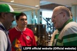 Президент Гурбангулы Бердымухамедов в апреле 2017 года наградил лидера ЛДПР Владимира Жириновского званием «почетный старейшина Туркменистана»