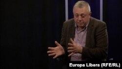 Алексей Тулбуре в кишиневской студии Свободной Европы (архивное фото)
