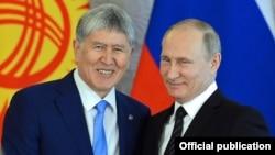 Алмазбек Атамбаев и Владимир Путин во время госвизита президента КР в РФ, июнь 2017 г.