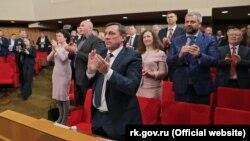 В крымском парламенте аплодируют поправкам в Конституцию России