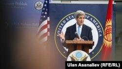 Sekretari amerikan i Shtetit, John Kerry, në Bishkek.