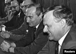 Анатолий Собчак и Владимир Путин. 1993 год